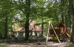 Overijssel | Steenwijk | Vakantiehuis De Bosboerderij http://www.aanzee.com/nl/vakantiehuis/nederland/overijssel/steenwijk/de-bosboerderij_101394.html Op het buitengoed, waar de boerderij is gelegen, kan men wandelen, fietsen, skelteren, klootschieten, mountainbiken en handboogschieten. Verder zijn er een jeu de boulesbaan en tafeltennistafels en kunnen de kinderen zich altijd vermaken met het bouwen van hutten.