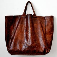 I love the big leather bag / J'adore les grands sac en cuir [make this with longer handles using the left over leather from the chair I redid]cabas en cuir marron, VDC pour la Liane by evea beautiful brown leather bag.VDC, Senegal handcrafted tote, v Fashion Bags, Fashion Shoes, Leather Fashion, Trendy Fashion, Fashion Women, Girl Fashion, Carteras Michael Kors, Tote Bag, Duffle Bags
