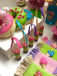 Erika Cool Party's Birthday / Candys - Photo Gallery at Catch My Party Diy Party, Party Ideas, Baking Birthday Parties, Candy Dress, Candy Decorations, Golden Birthday, Baby Girl Birthday, Sweet 16 Parties, Candy Party