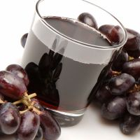 Both grapes and grape juice are rich sources of resveratrol, a type of natural phytochemical that belongs to a much larger group of phytochemicals called polyphenols.