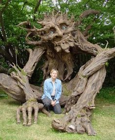 giant troll. This is the picture that made me ask a very talented friend to make me a figurine of a simulair treeman. And ofcourse i loved what he made
