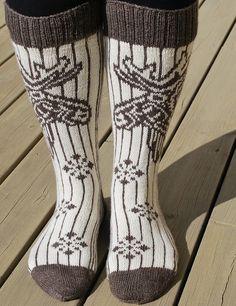 Ravelry: Garsnes Elgen pattern by H-Strikk Knitting Socks, Knit Socks, Leg Warmers, Mittens, Ravelry, Knitting Patterns, Knit Crochet, Villa, Slippers