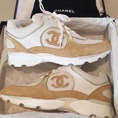11487b6ef20f Chaussure, Chaussures De Sport Chanel, Toutes Les Filles, Piercings, Mode  Homme,