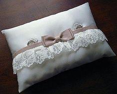 Ateliersarah'S Ring Pillow/タックスタイル - Diy Crafts Ring Bearer Pillows, Ring Pillows, Throw Pillows, Diy Cushion, Cushion Ring, Ring Pillow Wedding, Wedding Pillows, Pillow Crafts, Shabby Chic Pillows