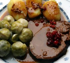 Älgstek med kantarellsås (moose steak with chanterelle sauce)