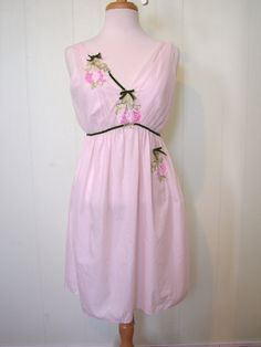Vintage 50s 2 pc Penoir Set Pink Chiffon Negligee and Dressing Gown with flower aplique - on sale