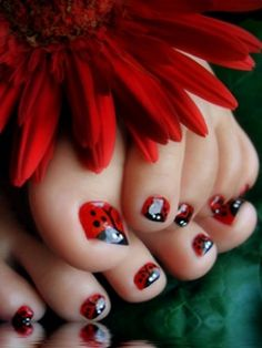 Cute for little girls nails! wisjaime Cute for little girls nails! Cute for little girls nails! Do It Yourself Nails, How To Do Nails, Blue Nail, Red Nail, White Nails, Toe Nail Art, Toe Nails, Red Toenails, Nail Nail