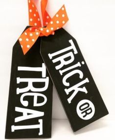 These double sided large wood tags are great for welcoming guests! Change out the ribbon and add a holiday saying or place a tag in the middle of a wreath! Halloween Signs, Fall Halloween, Halloween Crafts, Halloween Decorations, Halloween Humor, Halloween Halloween, Fall Crafts, Holiday Crafts, Diy Crafts