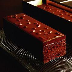 チョコレート好きにはたまらない美味しさ〜〜サントスシェフならではの自信作goo.gl/ptW2mL #クリオロ  #エコールクリオロ  #criollo  #ecolecriollo  #チョコレートケーキ  #チョコレート  #ショコラ #chocolate  #chocolat #chocolatecake  #手土産  #手土産に最適  #チョコレート大好き  #ショコラ好き  #パティスリー  #ショコラティエ
