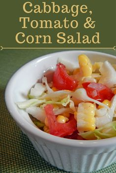 Cabbage, tomatoes and cabbage make a colorful and tasty salad. This combination also helps you enjoy the last portions of these vegetables and avoid wasting this delicious fresh produce.