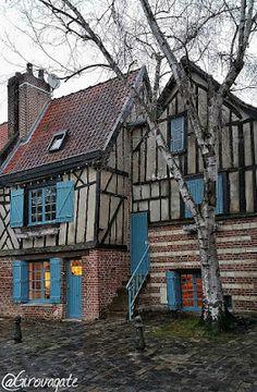 Cosa vedere ad Amiens, la città della cattedrale, di Saint-Leu e di Verne! Saint Leu, Cabin, House Styles, Home Decor, Decoration Home, Room Decor, Cabins, Cottage, Home Interior Design