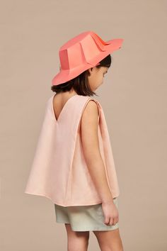 The new collection from Annice is called CHAPEAU and, again, you can see Ines' roots. The architect turned designer is bringing us perfectly cut dresses. Fashion Kids, Fashion 2018, Star Fashion, Girl Fashion, Kids Dress Wear, Girls Wear, Baby Dress, Classy Outfits, Kids Outfits