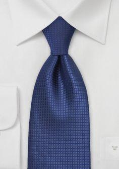 Corbata de cabellero con estampado de cuadrículas en tonos azul oscuro. http://www.corbata.net/corbata-oficina-azul-cuadr-cula-p-14142.html
