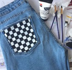 Painted jeans 2019 The post Painted jeans 2019 appeared first on Denim Diy. Painted Jeans, Painted Clothes, Painted Shorts, Hand Painted, Custom Clothes, Diy Clothes, Diy Fashion, Ideias Fashion, Fashion Beauty