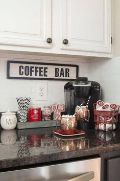 My daughter will so love this college apartment decor ideas for her kitchen! decor apartment decoration 32 Best College Apartment Decor Ideas You Need To Copy - By Sophia Lee Retro Home Decor, Cheap Home Decor, Diy Home Decor, Modern Decor, Room Decor, Wall Decor, Cute Dorm Rooms, Cool Rooms, Classic Christmas Decorations