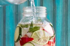 Infused water is easy to do, but there are a few things you should know first. Here are some things to keep in mind when you are making your infused water. Fruit Drinks, Healthy Drinks, Healthy Snacks, Healthy Eating, Healthy Recipes, Healthy Breakfasts, Beverages, Diabetic Snacks, Stay Healthy