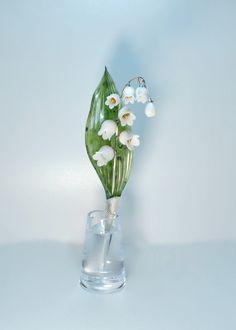 Великолепие цветов из природного камня  Традиционная привычка дарить натуральные цветы, выращенные собственными руками по-своему хороша, но она имеет несколько недостатков. Необходимо посадить растение, ожидать, когда оно вырастет. Между тем, украшения из неф