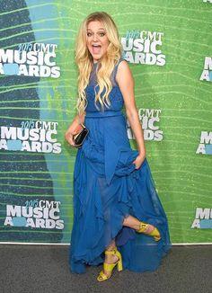 Kelsea Ballerini arrives at the 2015 CMT Awards in Nashville.