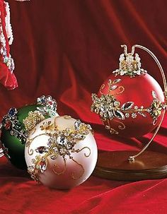 Boasting multi-dimensional floral designs, the Mark Roberts Designer Ornaments adds a beautiful botanical element to your Christmas tree that's sure to capture attention.