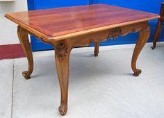 Tavolo provenzale in noce 140 x 89 cm gamba scolpita con conchiglia