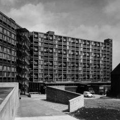 Brutalist buildings: Park Hill, Sheffield<br /> by Jack Lynn and Ivor Smith David Cameron, Brutalist Buildings, Modern Buildings, Sheffield Art, Sheffield England, Boston City Hall, Council Estate, City Council, Modular Housing