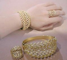 Gold Rings Jewelry, Gold Bangles, Wedding Jewelry, Jewelry Sets, Jewelery, Diamond Jewelry, Bangle Bracelets, New Jewellery Design, Piercing