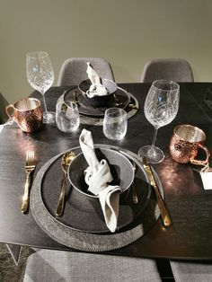 Table decoration from Bohus Bodø Table Settings, Table Decorations, Furniture, Home Decor, Decoration Home, Room Decor, Place Settings, Home Furnishings, Home Interior Design