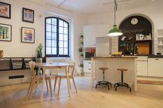 Полная кухня с островом, варочной индукции, посудомоечная машина, холодильник + морозильник и печь.  Идеально подходит для гурманов.