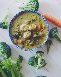 Husťácká zeleninová polévka s kuřecími knedlíčky – janaduff.cz Cheeseburger Chowder, Soup, Cooking, Kitchen, Kochen, Soups, Soup Appetizers, Brewing, Cuisine
