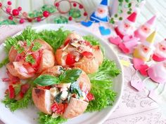 火を使わず簡単にできる クリスマス仕様 の パンサラダです。 みんなで分ける楽しみを味わいながら楽しい パーティーが出来ると思います。 - 43件のもぐもぐ - 3つの赤のクリスマスパンサラダ by kotokoto1