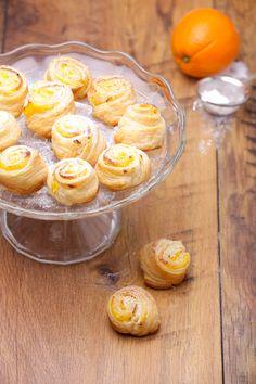 Kezdő háziasszonyok megmentője: egyszerű vaníliás-narancsos csiga   Mindmegette.hu Cookie Cups, Cereal, Sweets, Candy, Cookies, Breakfast, Food, Crack Crackers, Morning Coffee