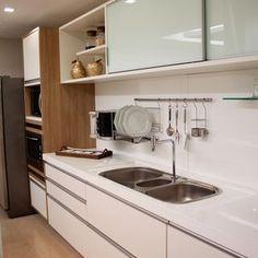 Cozinha planejada com pia de Granito de Larissa Vinagre - 44417 no Viva Decora
