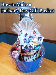 Tired of giving Dad the same old tie for Father's Day? Why not give him a gift basket filled with all the things he loves? Fathers Day Gift Basket, Fathers Day Presents, Birthday Presents, Gifts For Dad, Making A Gift Basket, Gift Baskets For Men, Cute Gifts, Unique Gifts, Best Gifts
