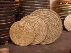 straw coiled mat archery targets- rubber on edges could be old bike inner tube for the DIY Olympic Archery, Archery Quotes, Diy Straw, Archery Bows, Archery Equipment, Traditional Archery, Bow Accessories, Old Bikes, Make And Sell