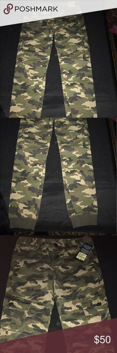 True Religion Boys Size 14 Camo Cargo Jeggings NWT - True Religion Boys Size 14 Camo Cargo Jeggings . Smoke free home . True Religion Bottoms Jeans