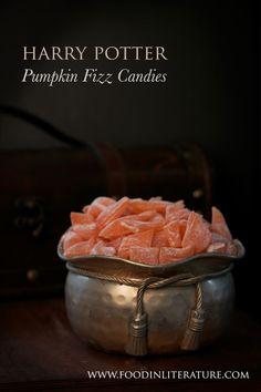 Harry Potter Honeydukes Pumpkin Fizz hard candies recipe Food in Literature Harry Potter Treats, Harry Potter Pumpkin, Harry Potter Food, Harry Potter Birthday, Harry Potter Candy, Harry Potter Desserts, Harry Potter Drinks, Hard Candy Recipes, Anniversaire Harry Potter