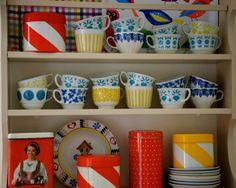 Nokula: Liian herkullisia astioita Marimekko, Cottage Homes, Hygge, House Colors, Kitchen Dining, Retro Vintage, Household, Colours, Traditional