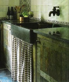 Inspiration for the kitchen of a rustic cabin, cottage, lodge or beach house Country Sink, Country Style, Country Kitchens, French Country, Cottage Kitchens, Country Charm, Old Kitchen, Kitchen Sink, Kitchen Ideas