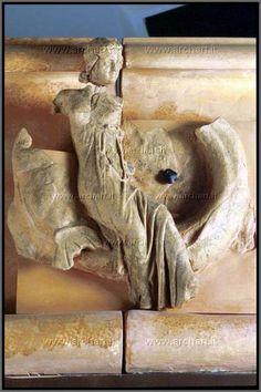 Relievo del fronte del tempio etrusco di Fucoli.  Museo Chianciano