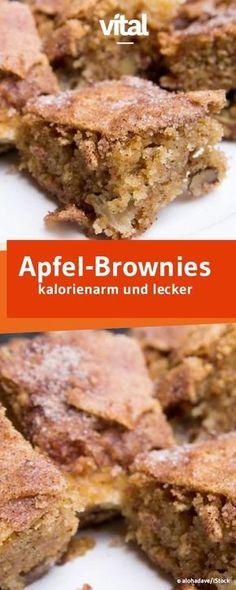 Super saftig und leicht sind die Apfel-Brownies mit gerade einmal 114 kcal pro Stück. Low Carb Desserts, Low Carb Sweets, No Bake Desserts, Healthy Desserts, Healthy Cake Recipes, Healthy Baking, Baking Recipes, Blondie Brownies, Brownie Cookies
