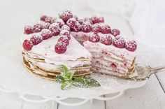 Чтобы приготовить блинный торт, вам придется запастись терпением. Ведь самым вкусным онполучится изтоненьких блинчиков. Прослоите ихдомашним вареньем ивзбитыми сливками, ивыполучите десерт на5сплюсом.