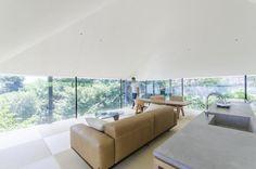 どこにいても自由で楽しい家4面すべてガラスの開放空間に鎌倉の空気感を取り込む