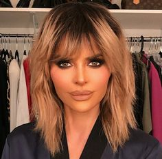 Lisa Rinna spends a lot of time in her bedroom. Proof: The neutral-toned room is the backdrop of The Real Housewives of Beverly Hills entrepreneur's many iconic TikTok dancing videos. Short Layered Bob Haircuts, Medium Shag Haircuts, Shag Hairstyles, Short Hair Cuts, Lisa Rinna Wig, Lisa Rinna Haircut, Shoulder Hair, Shoulder Length, Lisa Rinna Instagram