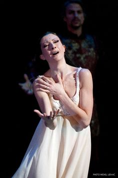 Isabelle Ciaravola in Romeo and Juliet.  Photo by Michel Lidvac.