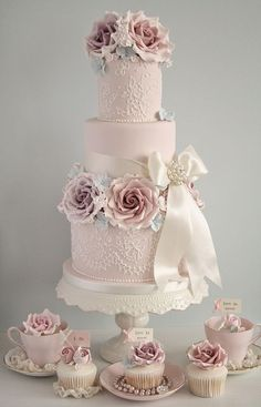 Soft pink and vintage roses wedding cake with matching cupcakes - Cotton and Crumbs