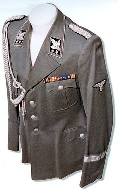 Ww2 Uniforms, German Uniforms, Military Uniforms, German Soldiers Ww2, German Army, Army Ranks, Germany Ww2, Luftwaffe, General Motors