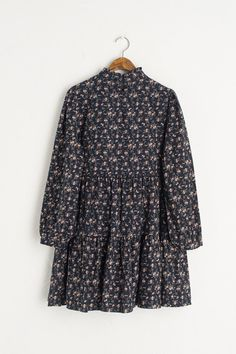 Stylish Dresses For Girls, Stylish Dress Designs, Girls Fashion Clothes, Fashion Outfits, Cotton Blossom, Islamic Clothing, Mode Hijab, Casual Outfits, Navy