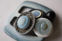 spilla con bottoni vintage, l'azzurro del mare