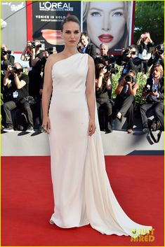 Natalie Portman Pregnant with Second Child, Debuts Baby Bump (Report)   natalie…