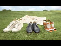 """""""Hermes fait du saute mouton"""" Vidéo Hermès a voulu retranscrire dans ces trois vidéos l'ambiance enjouée d'un dimanche après-midi en famille. Cette campagne originale ne laisse pas le luxe de côté et c'est pour ça qu'elle met en scène des célèbres créations de la marque, comme les sacs Kelly, des carrés de soies, des cravates, des chaussures ou vaisselles, jouer au Ping-Pong, à saute-mouton ou au croquet."""